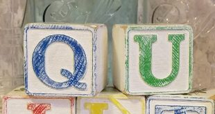 Vintage quilt blocks shelf sitters small mustard hazel atlas wood spools bowl fi...