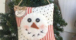 SNOWMAN ORNAMENT - Primitive Bowl Filler - Christmas Old Quilt door pillow - Winter Decor - Peg Hanger